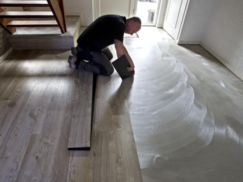Egaliseren ondervloer t b v een pvc vloer vinyl vloerbekleding